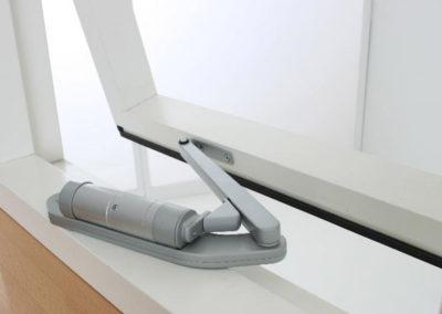 Inteligentny sterownik drzwi i okien